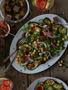 salada de grão, crountons e legumes grelhados + molho romanesco