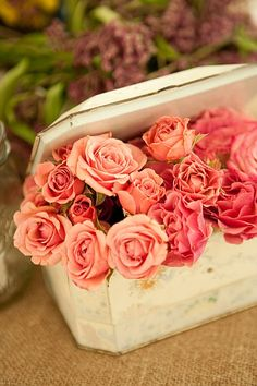 sweetheart roses is old tins