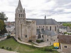 Collégiale Saint-Liphard , vue du château de Meung-sur-Loire. On observe assez bien la tour Manasssées du XIIIe siècle.