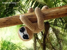 Take a walk on the tropical rainforest with this little amigurumi sloth. Make it with our step-by-step Amigurumi Sloth Crochet Pattern! Crochet Animal Patterns, Stuffed Animal Patterns, Crochet Patterns Amigurumi, Crochet Animals, Crochet Toys, Free Crochet, Crochet Baby, Amigurumi Toys, Stuffed Animals