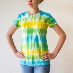 d467a35f349a0 Modelo lineas color azul - verde - amarillo  camiseta  tshirt  t-shirt   tiedye  diy  manualidad  creatividad  doityourself  creativity