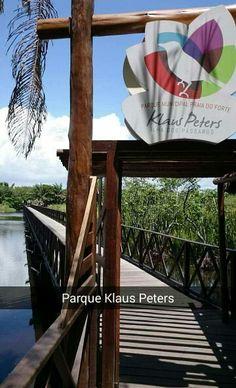 Parque Natural Municipal Klaus Peters // Praia do Forte, Mata de São João, BA // Área em volta do lago Timeantube, que conta com uma ilha (Ilha dos Pássaros) transformada em área de lazer, com trilha de 3km. O parque recebe o nome de Klaus Peters, empresário paulistano, que foi um dos grandes preservacionistas, precursores do turismo na área (fundou o IberoStar) e morador da Praia do Forte.