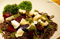 Viljattoman Vallaton: Mustapapuspagettia, uunipunajuuria ja vuohenjuusto...