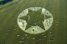 Crop Circles Made by Humans - Bing Images Crop Circles, Aliens And Ufos, Ancient Aliens, Circle Art, Circle Design, Laser Art, Nazca Lines, Sacred Geometry, Circle Geometry