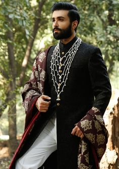 A famous fashion designer of Pakistan Amir Adnan presenting wedding sherwani designs for Amir Adnan so talented and well know fashion designer also presenting very unique and gorgeous clothing trends in men's wear. Sherwani For Men Wedding, Wedding Dresses Men Indian, Mens Sherwani, Sherwani Groom, Wedding Dress Men, Wedding Suits, Men's Wedding Wear, Vogue Wedding, Wedding Hair