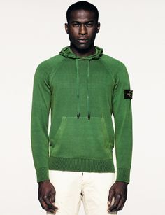 547B8 PIGMENT TREATED Hooded sweater in light brushed crêpe cotton, garment dyed with a pigment treatment, an over-dyeing process with natural pigments to obtain a deep and iridescent colour appearance. Hood with drawstring. Pouch pockets. Double cuffs and bottom hem, ribbed on the outside.