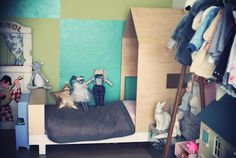 «Chambre parfaitement rangée. Petite fille au taquet. @kutikai»