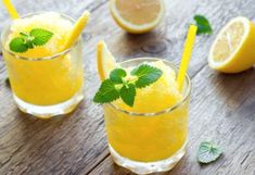 This easy mango margarita is the perfect summer drink! This fruity margarita recipe uses mango juice, so it's quick and easy to make. These margaritas aren't too strong the way the recipe is worded, but you Healthy Lemonade, Mango Lemonade, Healthy Drinks, Healthy Snacks, Easy Margarita Recipe, Margarita Recipes, Cocktail Recipes, Margarita On The Rocks, Recipes