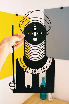 PAPERCUT BLACK MAGIC WOMAN. Ilustración en papel calado hecha a mano con bisturí. La ilustración se envía sobre una cartulina, adherida con cola libre de ácidos y...