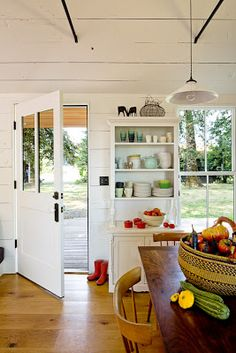 Méchant Design: a tiny house - love the white and open feel of this tiny house