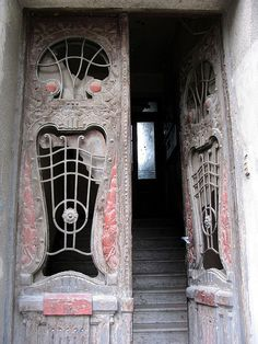 Art Nouveau door, Sarajevo, Bosnia and Herzegovina. After 1898 the first elements of the 'New Art' began to appear in Sarajevo. This is an excellent example. Cool Doors, The Doors, Entrance Doors, Doorway, Windows And Doors, Art Nouveau, Gothic Architecture, Architecture Details, Porches