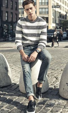 As summer heats up, we take a look at various short styles offered by Express Men. Top models Sean O'Pry and Francisco Lachowski star in the brand's outing. Trendy Mens Jeans, Gentleman, Sports Polo Shirts, Express Men, Francisco Lachowski, Photography Poses For Men, Weekend Style, Spring Fashion, Men Sweater