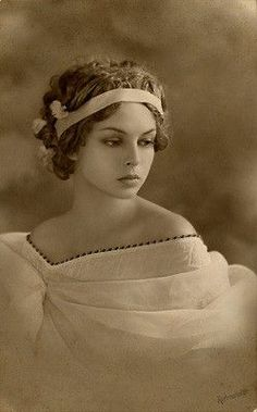 Beautiful! Vintage Photo Lady