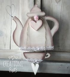 Teiere in legno , by Creazioni Giarò, 35,00 € su misshobby.com Creative Crafts, Creative Art, Diy And Crafts, Arte Country, Pintura Country, Wood Projects, Craft Projects, Decoupage, Wooden Cutouts