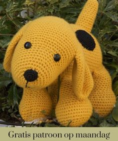 Crochet pattern Dog : A free Dutch crochet pattern of a dog. Do you want to crochet this sweet dog too? Then quickly continue reading about the pattern on Crochet information Crochet Amigurumi Free Patterns, Diy Crochet, Crochet Toys, Diy Dog Toys, Pet Toys, Baby Toys, Dog Pattern, Stuffed Toys Patterns, Crochet Animals