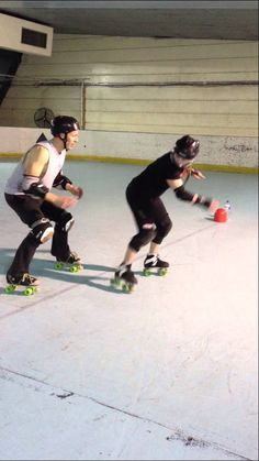 Roller Derby Agility Drill with Sausarge Rolls Skate Coach.