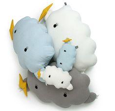 Cojin en forma de nube. Habitacion bebe http://www.mamidecora.com/complementos-cojines-infantiles-originales.html