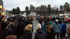 Kuvia ja kommentteja Kempeleen mielenosoituksesta.