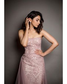 Rakul Preet Singh Stunning Pics Hot Pics Indian Movies Top Gallery, Rakul Preet Singh is an Indian film actress and model who predominantly works in the Telugu and Tamil film industries. She has also appeared in a number of Hindi and Kannada movies. Hindi Actress, Tamil Actress Photos, Bollywood Actress, Bollywood Fashion, Indian Gowns Dresses, Prom Dresses, Formal Dresses, Evening Dresses, Beautiful Indian Actress