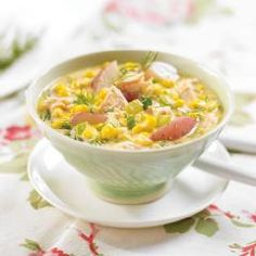 Corn and Salmon Chowder: Salmon is fatty, but it's a good-for-you fat, with plenty of heart-healthy fatty acids. No need to cut the salmon in chunks before putting it in the pot; roughly break it up with a spoon after it's cooked. Salmon Chowder, Corn Chowder, Soup And Salad, Soups And Stews, Cheeseburger Chowder, Clean Eating, Snack Recipes, Food And Drink, Vegetarian