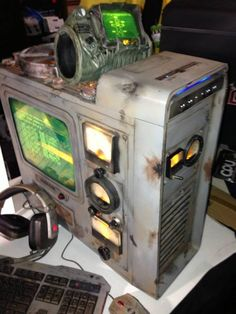 Cool modded Fallout 3 computer case - http://geekstumbles.com/funny/lolsnaps/cool-modded-fallout-3-computer-case/