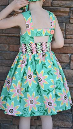 love the belt. The Saffron Twirl Dress. Frock Patterns, Girl Dress Patterns, Clothing Patterns, Baby Girl Dresses, Baby Dress, Fashion Kids, Little Girl Outfits, Kids Outfits, Kids Frocks