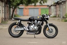 Just when we thought we'd seen every possible kind of CB cafe racer: this lovely machine from Kiev is powered by a hybrid engine. Cb Cafe Racer, Cafe Racer Build, Cafe Racers, Honda Cbx, Hot Bikes, Custom Motorcycles, Car Insurance, Engineering, Vehicles