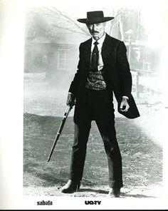 If you like breathing, avoid Van Cleef! Western Film, Western Movies, Hollywood Stars, Old Hollywood, Epic Costumes, Badass Movie, Lee Van Cleef, Tv Westerns, Sexy Latex