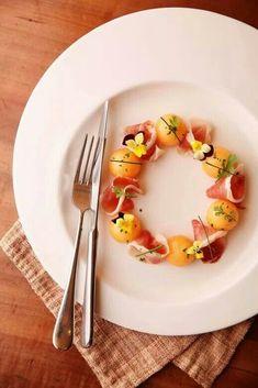 Parma ham with melon- Parma ham with melon Parma - Ruccola Salat Rezepte salat birne Good Food, Yummy Food, Yummy Snacks, Food Platters, Holiday Dinner, Appetisers, Pinterest Recipes, Antipasto, Macaroons