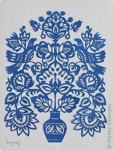 Привет всем!Хотелось мне сделать серию вытынанок,но пока вырезала только  одну,давно уже лежит ,покажу,а то не известно  сколько ей еще в одиночестве лежать.Автора этой вытынанки я не знаю,хотя очень похоже на одну из работ Эммы Левадской. фото 1 Fabric Paper, Paper Art, Paper Crafts, Doodle Patterns, Stencil Patterns, Chinese Paper Cutting, Paper Cutting Templates, Turkish Art, Bird Drawings