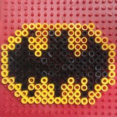 My ultimate ironing beads - tips :-) - How do you motivate wild boys to keep quiet for an hour? For example, with this cool iron-on Batman - Perler Bead Designs, Perler Bead Art, Fuse Beads, Pearler Beads, Nananana Batman, Iron Beads, Melting Beads, Perler Patterns, Hobbies And Crafts