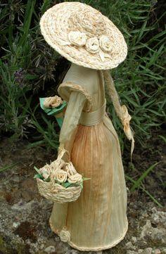 Léna (2) Corn Husk Crafts, Sisal, Corn Husk Dolls, Christmas Crafts, Christmas Ornaments, Clothespin Dolls, Crepe Paper Flowers, Clay Dolls, Fairy Dolls