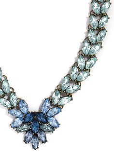 The sparkling ombré crystals on this collar necklace adds vintage sophistication to any look.
