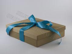 Pudełko ozdobne na suknię ślubną. Do pudełka można zapakować spory prezent. Pudełko nadaje się również do zapakowania obrazu lub różnego rodzaju odzieży. Pudełka ozdobne eko. Gift Wrapping, Gifts, Paper Wrapping, Presents, Wrapping Gifts, Favors, Gift Packaging, Present Wrapping, Gift