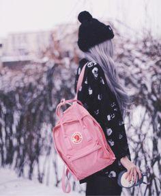 winter walk with her Kånken Classic in Pin #winterfashion