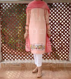 Beautiful Dress Designs, Stylish Dress Designs, Stylish Dresses, Embroidery Suits Punjabi, Embroidery Suits Design, Embroidery Designs, Designer Punjabi Suits, Indian Designer Outfits, College Casual