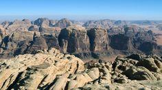 Canionul Wadi Rum (Iordania)  20 de poze deosebite cu canioane, adevarate sculpturi ale naturii - galerie foto.  Vezi mai multe poze pe www.ghiduri-turistice.info  Sursa : www.wikimedia.org Wadi Rum, Grand Canyon, Travel, Viajes, Destinations, Grand Canyon National Park, Traveling, Trips