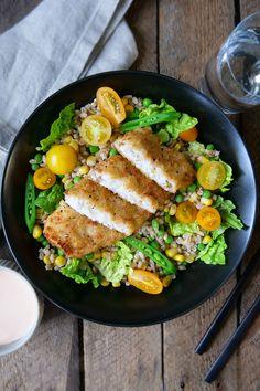 Enkel, sunn og god oppskrift på lettpanert torsk med byggrynsalat. Prøv den da vel! Cobb Salad, Food, Essen, Meals, Yemek, Eten