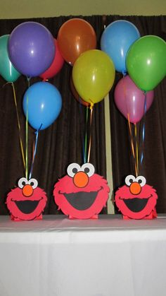 You will receive 3 Elmo balloon holder centerpieces. Each centerpiece is made using acid free cardstock and attached to a red kraft bag. Elmo is and they are single sided. Balloons and balloon weight are not included. Seasame Street Party, Sesame Street Birthday, Elmo First Birthday, Boy Birthday Parties, Birthday Ideas, Birthday Cake, Elmo Centerpieces, Elmo Party, Mickey Party