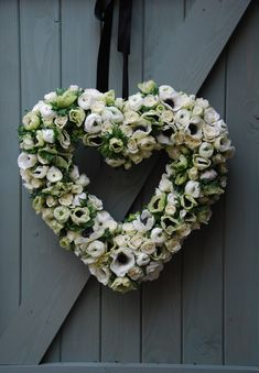White anemone and ranunculus wedding heart decoration. Breakfast at Tiffany's themed wedding.