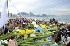 https://flic.kr/p/CERMBc | 13ª Festa de Iemanjá na Praia de Copacabana - Rio de Janeiro - Brasil - Foto: Alexandre Macieira | Riotur | A procissão com barcos repletos de oferendas para Iemanjá chega à 13ª edição, levando os presentes para a rainha da beleza de Madureira ao mar de Copacabana, sempre antes da virada do ano. -------------------------------------------------- Visit.RIO | visit.rio