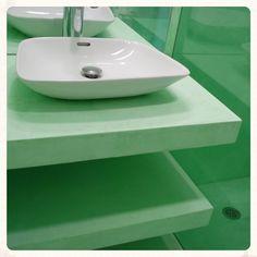 Microcemento en mobiliario para baño.