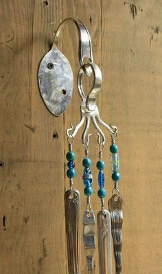 Spoon to Attach to Wall & Fork to Hang Chimes - silverware wind chime by heartcreations on EtsySummer is here, so why not sit outside on a nice warm and breezy day listening to these wind chimes. These wind chimes come as shown wall bracket, screws a Suncatchers, Fork Jewelry, Jewelry Necklaces, Glass Jewelry, Metal Jewelry, Jewlery, Fork Art, Diy Wind Chimes, Homemade Wind Chimes