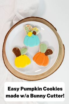 Are you looking for an easy pumpkin cookie to make this fall or Halloween? Try these beautiful and elegant pumpkin cookies! They are made with a bunny cookie cutter, which is sometimes easier to find than a pumpkin cutter. These pumpkin cookies make a beautiful addition to a fall cookie platter, a Halloween party, or as a fun treat to make with your kids! #thebearfootbaker #halloweencookies #halloween #pumpkincookies Pumpkin Cookies, A Pumpkin, Fall Cookies, Little Pumpkin, Halloween Goodies, Halloween Treats, Halloween Fun, Halloween Decorations, Icing Recipe