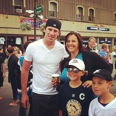 Pittsburgh Penguin James Neal, NHL, posed for pics and signed autographs