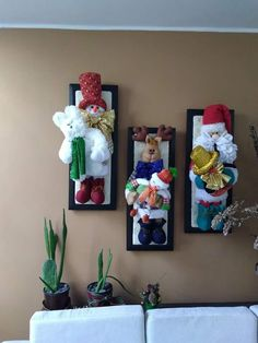 Christmas 2019 : Felt Christmas decorations on wooden frames Cute Christmas Ideas, Christmas Ideas For Boyfriend, Easy Christmas Decorations, Christmas Ornaments To Make, Felt Ornaments, Christmas Angels, Christmas Art, Simple Christmas, Christmas 2019