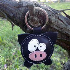 Un joli petit cochon noir cuir porte-clé : Porte clés par triballi sur aLittleMarket.com