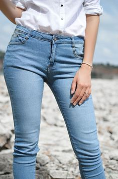 Best jeans for your body type. I wear jeans pretty much every day. I've worn denim to parties and to casual events without a second thought. In my closet, -- Style, beauty and fitness tips Blue Jeans, Mom Jeans, Skinny Jeans, Jeans Dress, Dress Shoes, Shoes Heels, Shrink Jeans, Clothing Blogs, Trousers