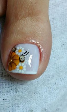 French nails are classic and this type of nail art is already part of the u . Pretty Toe Nails, Cute Toe Nails, Toe Nail Art, Fun Nails, Fabulous Nails, Gorgeous Nails, Karma Nails, Nail Tip Designs, New Nail Art Design