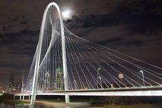 This beautiful architectural work, the Margaret Hunt Hill Bridge spans the Trinity River and Dallas Floodway in Dallas Texas. It was designed by Valencian architect and engineer Santiago Calatrava. Santiago Calatrava, Bridge Support, Thomas Heatherwick, Trinity River, Dallas Skyline, Architect Magazine, Architecture Magazines, Beautiful Buildings, Contemporary Architecture